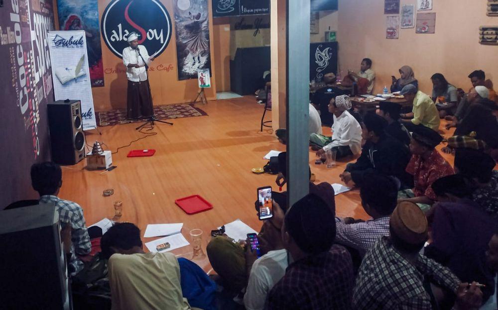Komunitas Gubuk Kata-kata Gelar Maulid Puisi di Aladoy Cafe