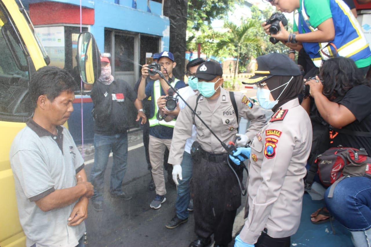 Cegah Covid-19, Polres Tanjung  Perak Menyisir Tempat Keramaian