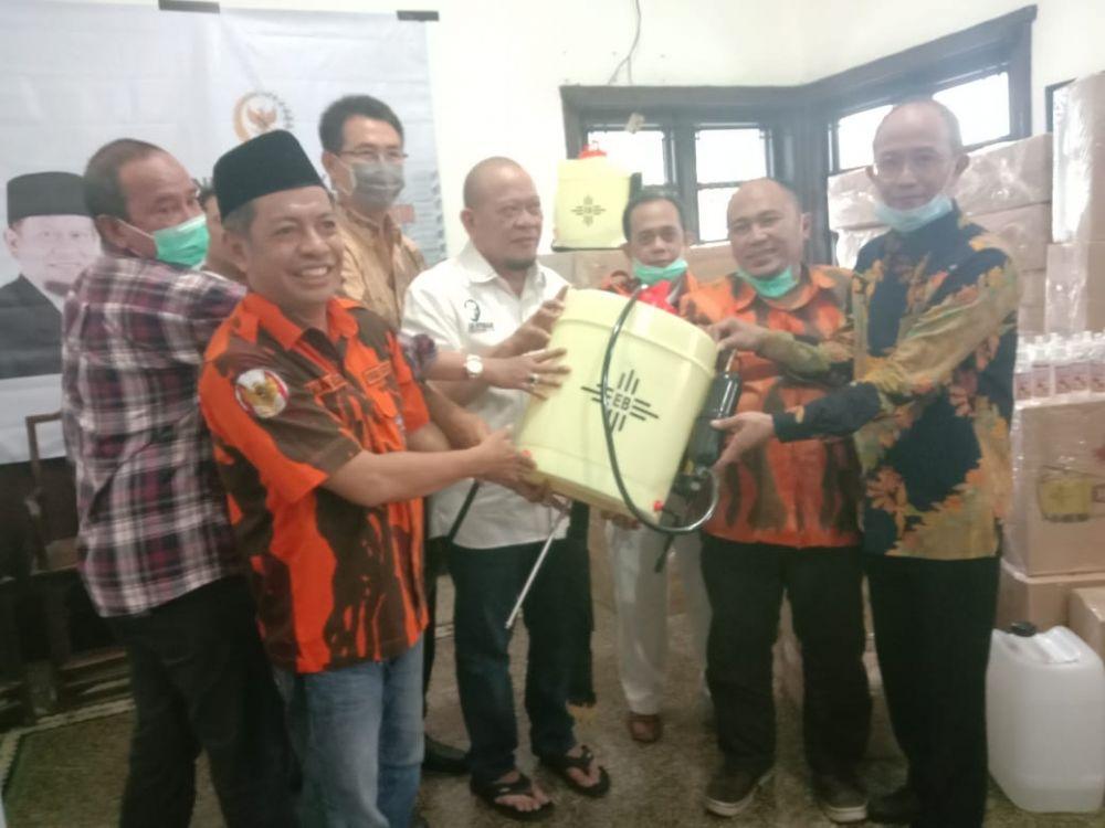 Pemuda Pancasila Jawa Timur Bagikan 250 Unit Disinfektan