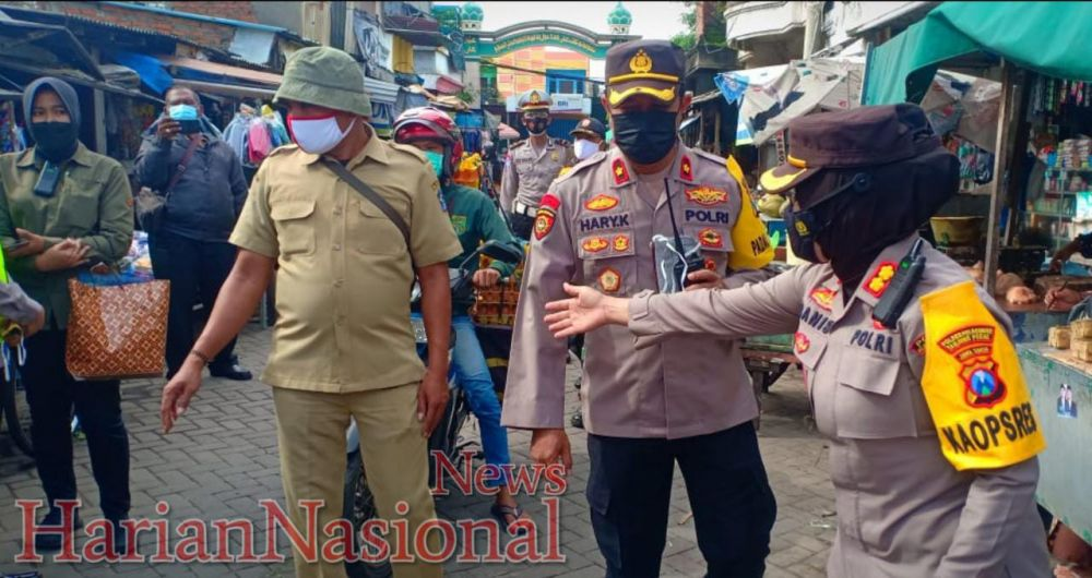 Kapolsek Asemrowo Dampingi Kapolres KP3 Kunjungi Pasar Tradisional