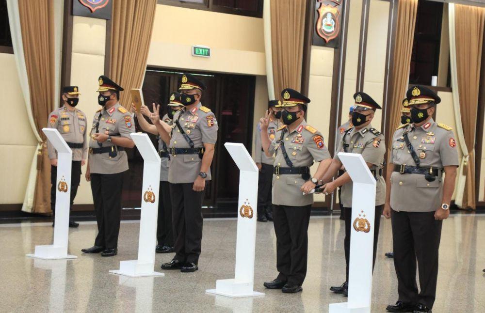 Kapolri Laksanakan Sertijab Dan Kenaikan Pangkat 19 Perwira Tinggi