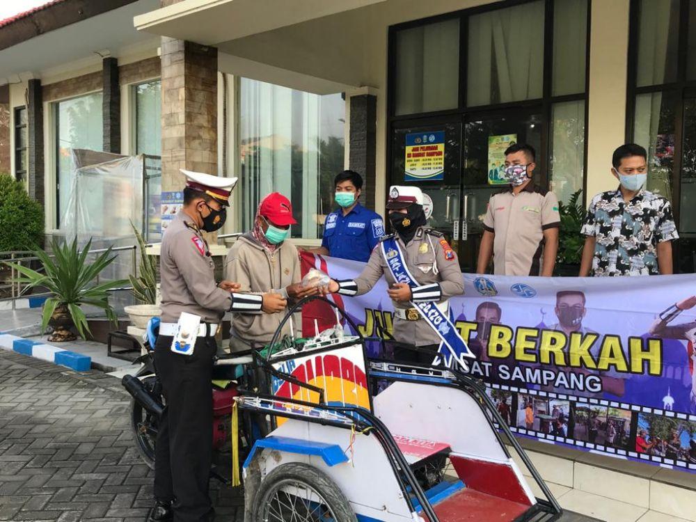 Kanit Regident Polres Sampang IPDA Iwan Suhadi Giat Jum'at Berkah