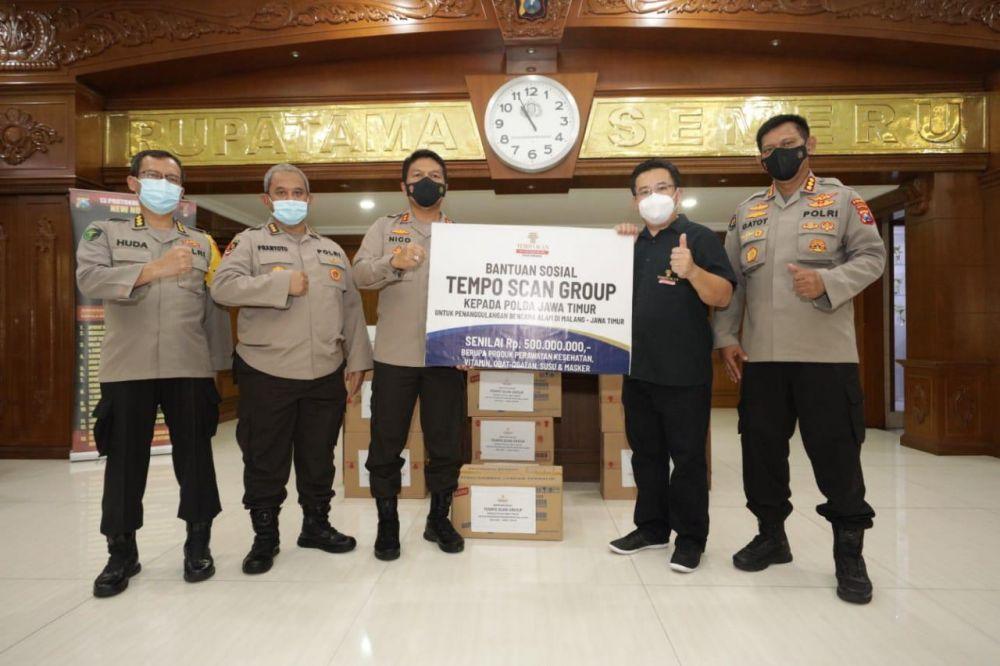 Polda Jatim Terima Bantuan Sosial Dari Tempo Scan Group