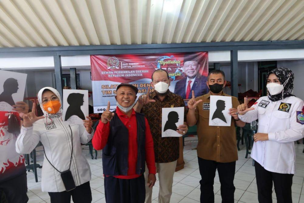 Siluet Wajah, Tanda Cinta Guru Honorer untuk LaNyalla