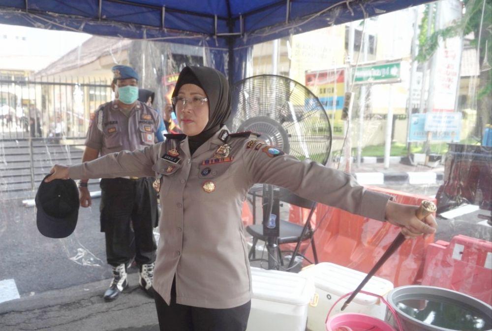 Antisipasi Corona, Polres Tanjung Perak Periksa Suhu Badan Tamu