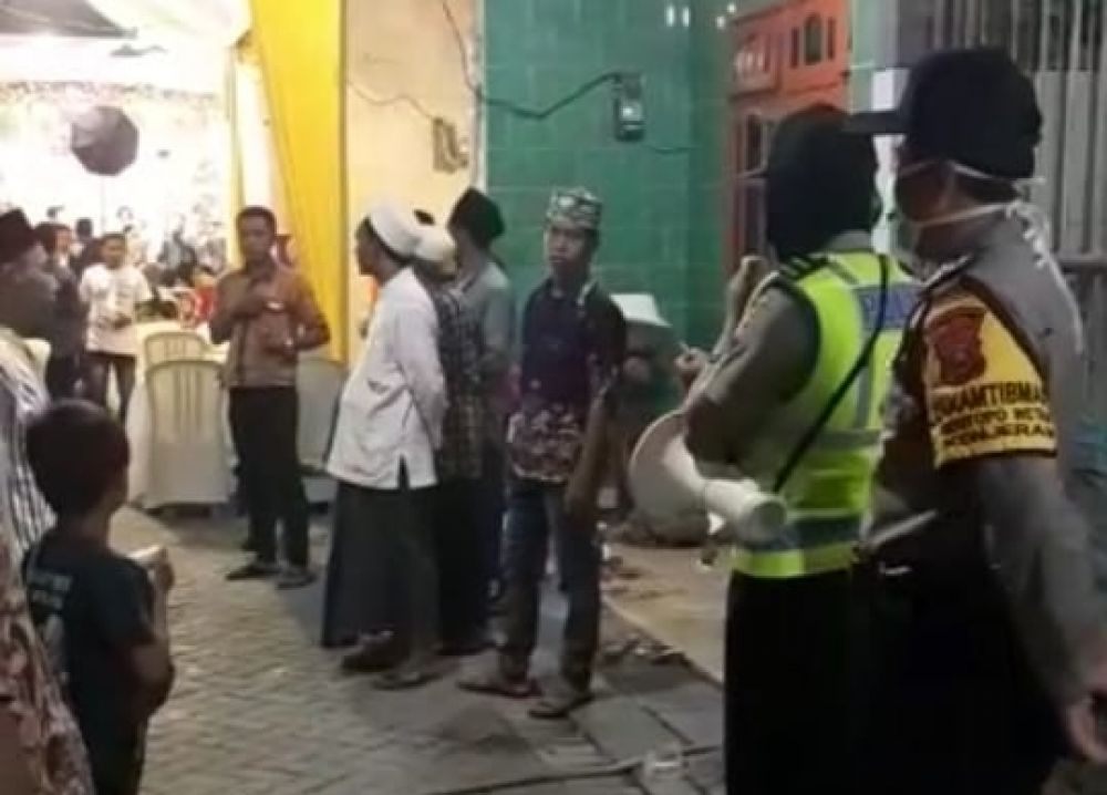 Polisi Bubarkan Resepsi Pernikahan di Jalan Kedungmangu Timur Surabaya