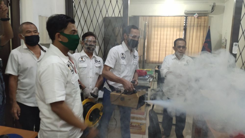 Cegah Covid-19, LNM Media Center Adakan Fogging Disinfektan Gratis