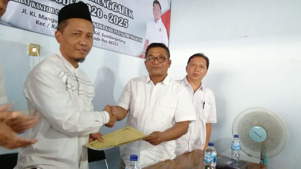 Muhadi Serahkan Berkas Pendaftaran Cabub Trenggalek ke Partai Gerindra