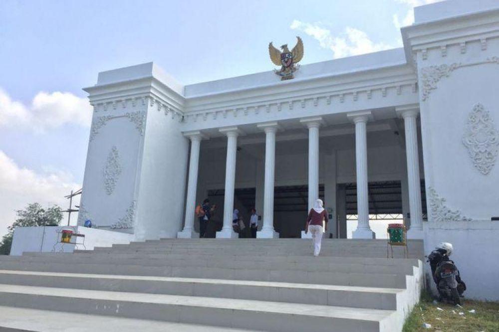 Ketua DPD Kritik Penggunaan Dana Desa, Bangun Kantor Desa Mirip Istana