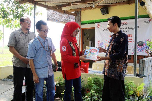 Forum Istri Karyawan Telkom Group Regional 5 Donasikan Ribuan Buku