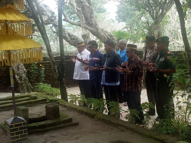 BPP KKSS Dan BPW KKSS Jatim Ziarah Ke Makam Karaeng Galesong