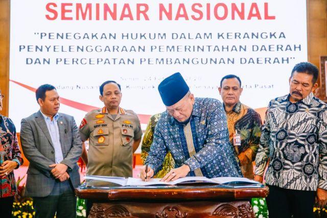 AA LaNyalla Ketua DPD RI Tanda Tangani 5 Kesimpulan Seminar Nasional