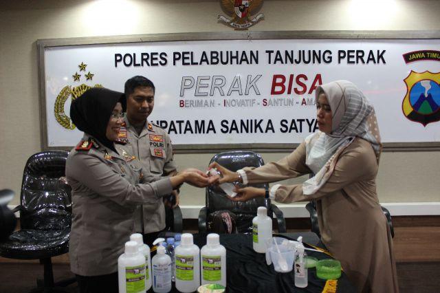Cegah Virus Corona, Polres Pelabuham Tanjung Perak Buat Hand Sanitizer