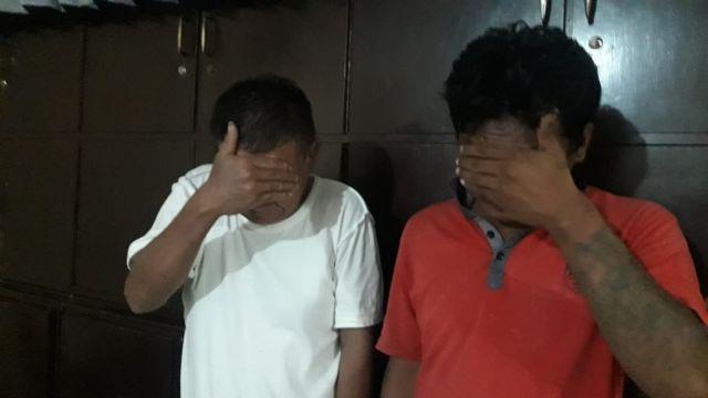 Apes! Dua Pria Surabaya di Tangkap Polisi Saat Asik Ngisap Sabu