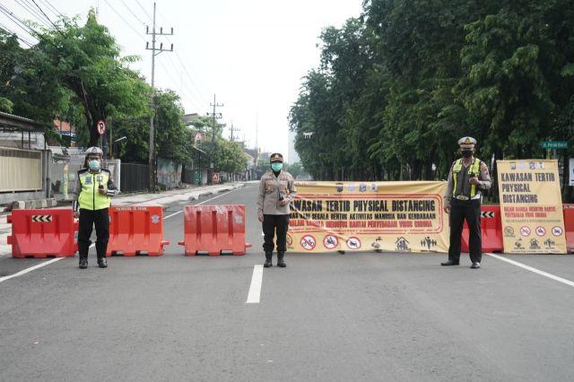 Cegah Covid 19, Polres Tanjung Perak Surabaya Tutup Tiga Ruas Jalan