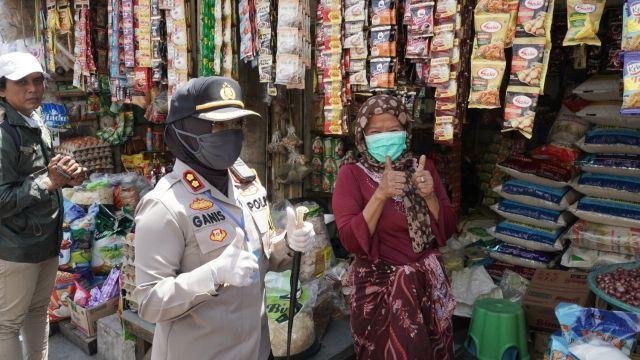 Polres Tanjung Perak Inspeksi Mendadak Di Pasar Tradisional Dan SPBU