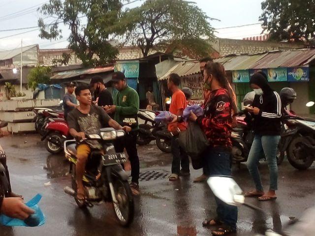 Pemuda Pancasila Ranting Kandangan Benowo Adakan Aksi Bagi Takjil