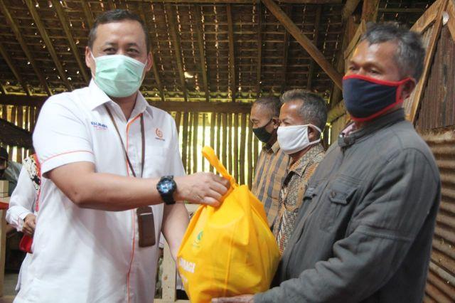 IIK Perhutani Serahkan Ribuan Paket Sembako Ke Masyarakat