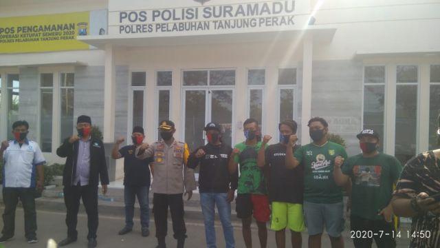 Waka Polres Pelabuhan Tanjung Perak Bagikan Masker Gratis