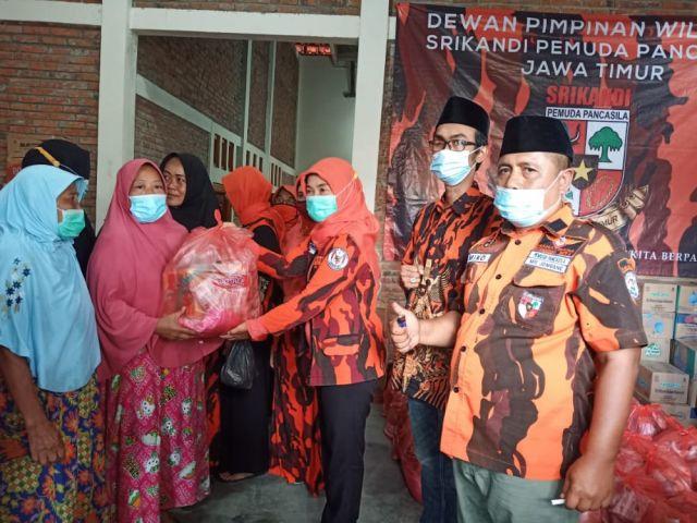 DPW Srikandi Pemuda Pancasila Jawa Timur Salurkan Bansos ke Jombang