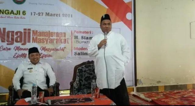 RKH. Tohir Bin Abdul Hamid Ponpes Mambaul Ulum Idolakan Bupati Sampang