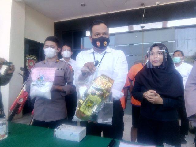 Timsus Narkoba Polrestabes Surabaya Tangkap Dua Kurir Sabu 1 Kg