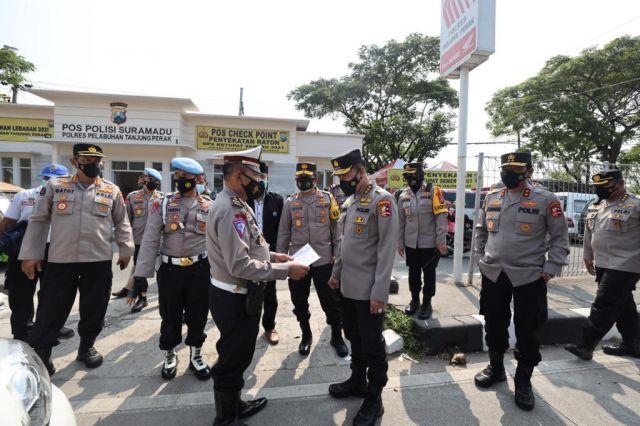 Kapolda Jatim Dampingi Irwasum Mabes Polri Cek Posko Di Suramadu