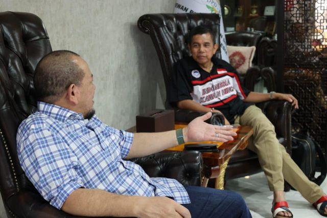 Ketua DPD RI dan Hinca Pandjaitan Reuni PSSI