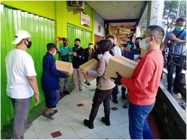Polrestabes Surabaya Peduli Covid 19, Bagikan Sembako Untuk Masyarakat
