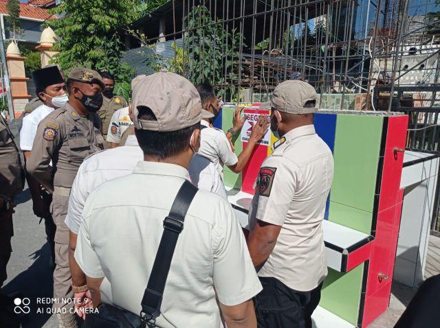 Satpol PP Kabupaten Sampang, Segel Bangunan Permanen di Trotoar