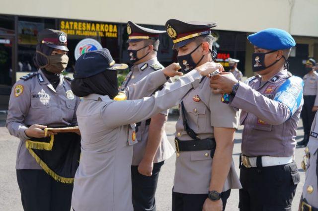 Kapolres Pelabuhan Tanjung Perak Pimpin Serah Terima Jabatan Dua Kasat