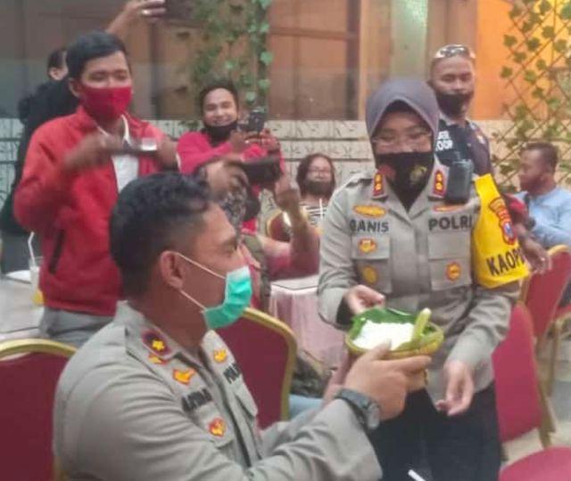 Kapolres Tanjung Perak Bersama Wartawan Diskusi Jatim Bermasker