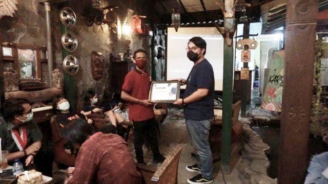 Nobar DEBAT PUBLIK Cawali Kota Surabaya Oleh KARSA Bersama Erj1