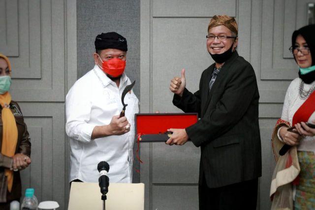Silaturahim dengan Panitia Kongres Sunda, LaNyalla Dapat Gelar Akang