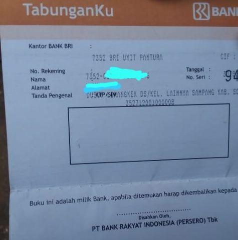Warga Sokobanah Daya Kunjungi Bank BRI Cetak Buku Tabungan Bantuan PKH