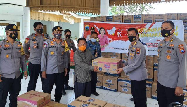 Bantuan Polda Jatim dan PD Bhayangkari Jatim Diterima Bupati Majene