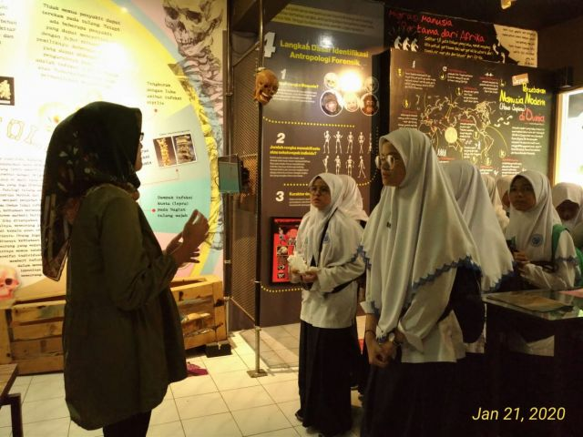 Siwa SMP Al Falah Deltasari Belajar Kematian DI Museum Etnografi Unair