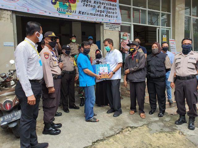 Mabes Polri Bagikan 10.000 Paket Sembako Pada Warga Terdampak Covid-19