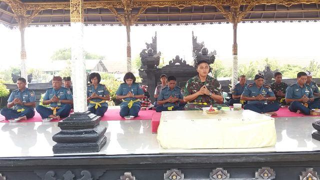 Jelang Pergantian Tahun, Prajurit Lantamal V Ikuti Doa Bersama